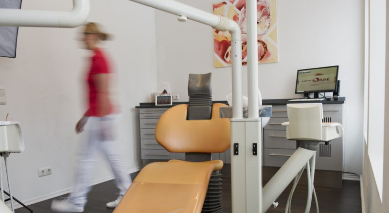 Behandlungsstuhl in der Zahnarztpraxis DentalOase
