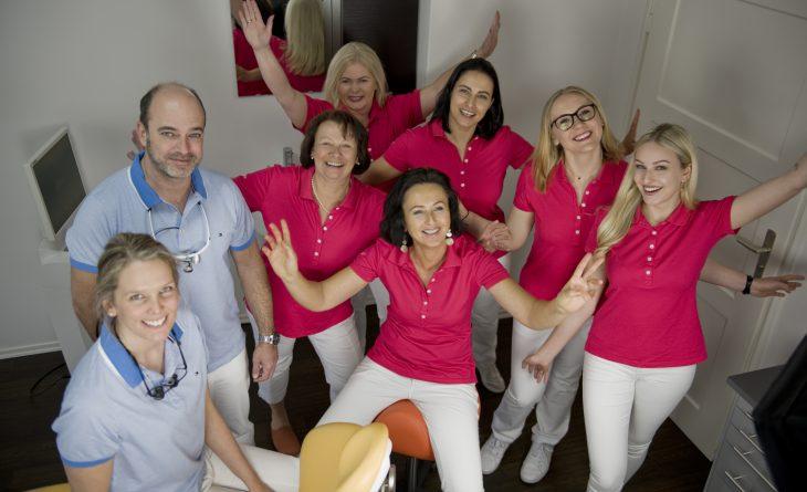 Team der Zahnarztpraxis DentalOase
